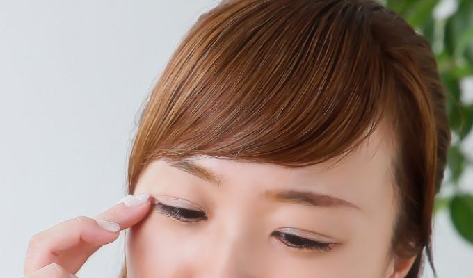 目の周りのシワ・たるみ治療について